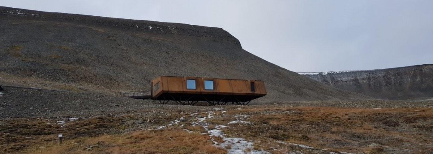 Svalbard Globale Frøhvelv- stålbygg utside-min